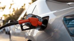 7 Tips Menghemat Bahan Bakar Saat Traveling Menggunakan Mobil